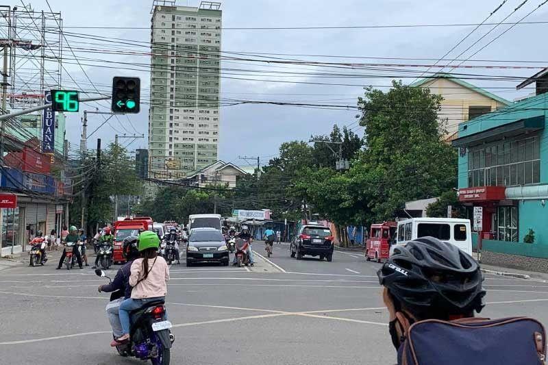Cebu City gets 'high-tech' traffic light system after 30 years