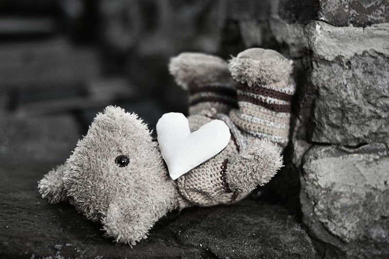 Seamstress makes teddy bears out of COVID-19 victims' clothes