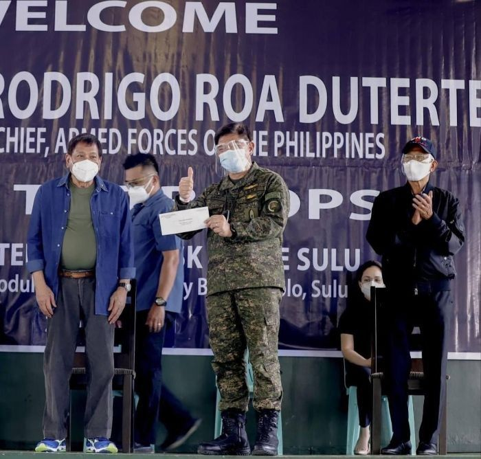 Duterte: Families of security forces will also be prioritized in gov't vaccination program