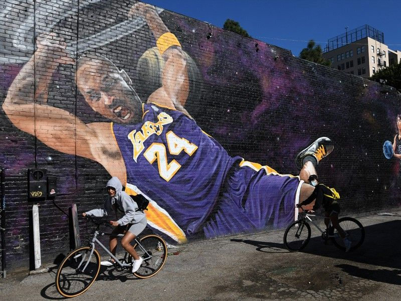 Los Angeles, fans remember Kobe Bryant one year after deadly crash