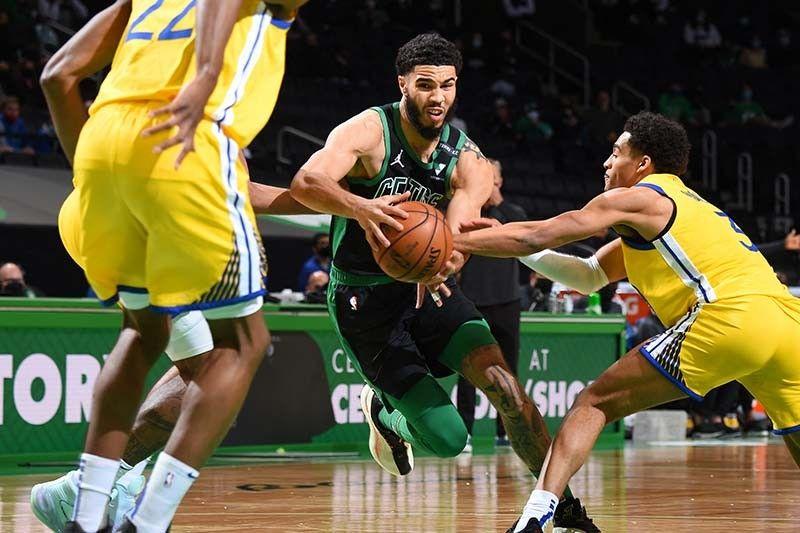 Tatum, Curry battle as Celtics win over Warriors