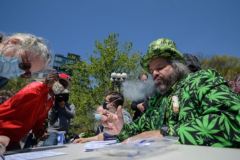 'Joints for jabs': Free marijuana for vaccinated New Yorkers
