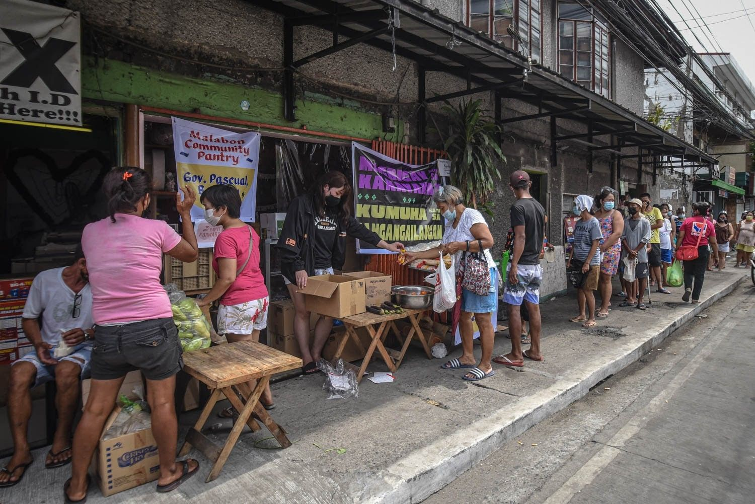 Faces and voices of the community around a Malabon pantry