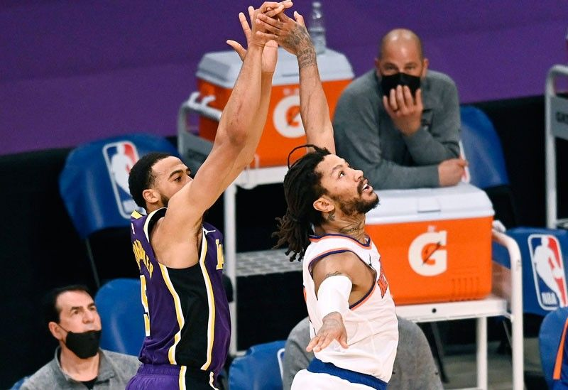 Last-gasp trey lifts Lakers over Knicks