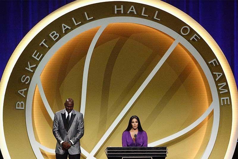 Kobe Bryant officially enshrined in Basketball Hall of Fame