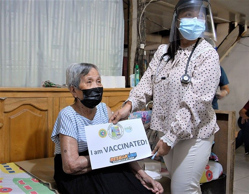 Fully-vaccinated seniors in GCQ, MGCQ areas allowed to leave homes