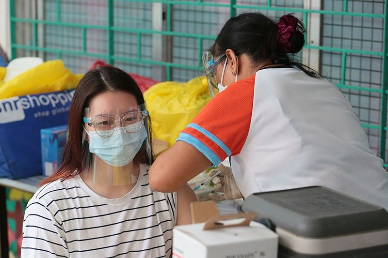 QC gov't opens workers' vaccination after working hours