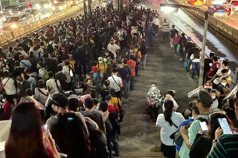 DOTr to address long lines at train, bus stations