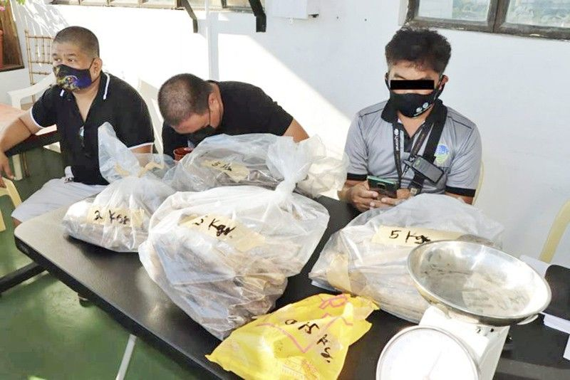 2 arrested for selling P1.9 million agarwood
