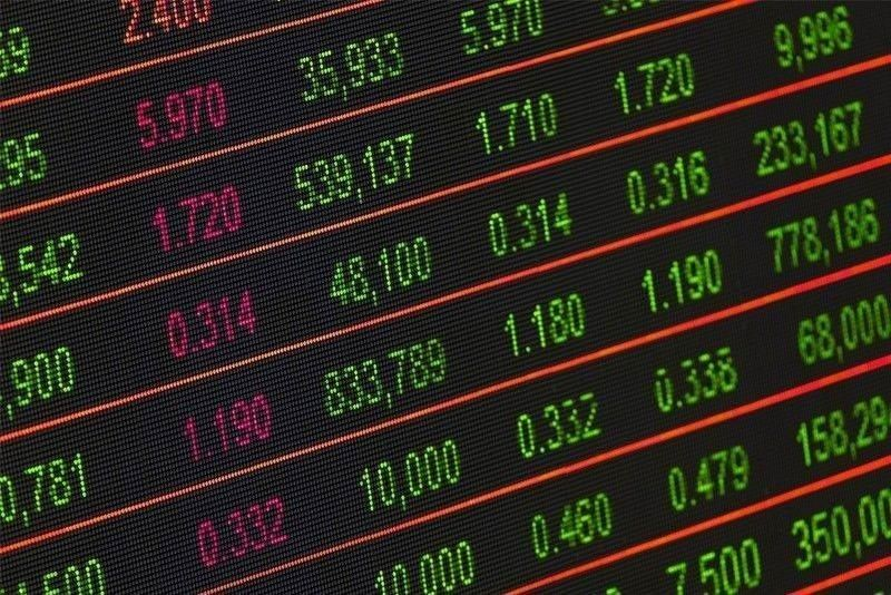 Stocks pull back as foreign funds unload heavily