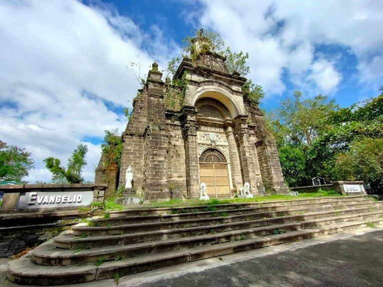 Conservation of La Loma Cemetery chapel underway