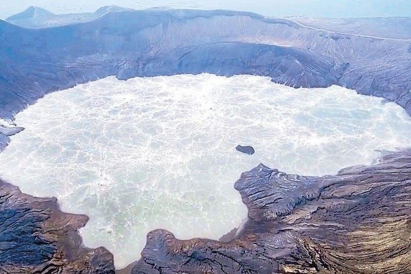 Taal eruption to displace 500,000 people