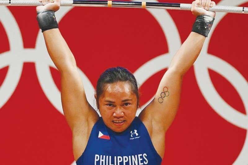 Hidilyn binuhat ang unang Olympic gold ng pilipinas