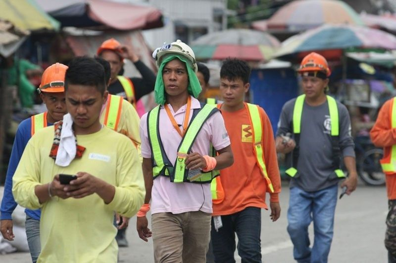 More Pinoys looking for extra income as job quality declines