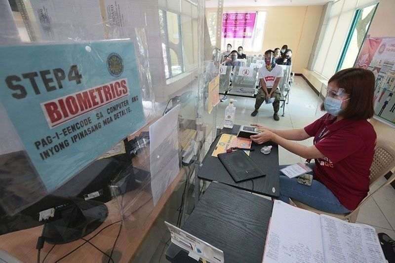 Cops told to ensure health protocols at voter registration in malls