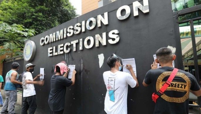 Individuals Queue for Voter registration outside the COMELEC office in Quezon City. Comelec Spokesperson James Jimenez announced that the Commission approved the resumption of voter registration from 8am to 5pm in areas under MECQ (September 6, 2021).